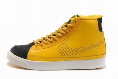 tache jaune chaussure en toile blanche. Black Bedroom Furniture Sets. Home Design Ideas